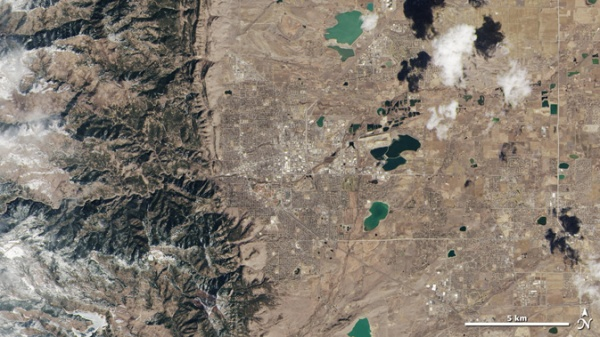 Gambar 1. Kenampakan Citra Pertama dari Satelit Landsat 8 di Area Wyoming dan Colorado (sumber : http://www.nasa.gov/mission_pages/landsat/news/first-images-feature.html)